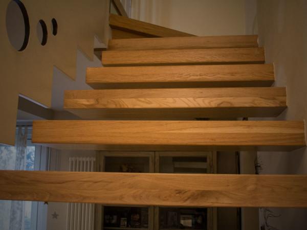 Esempio scala in legno massello 2