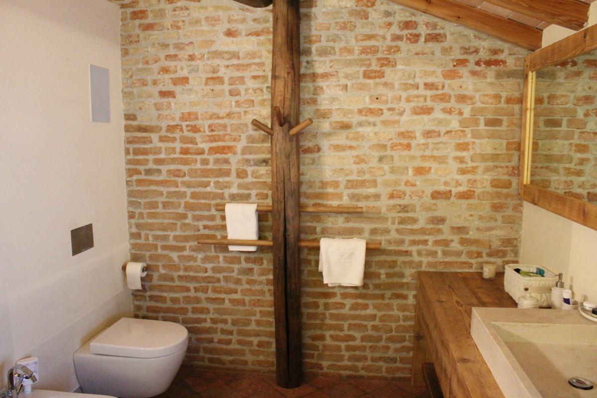 Mobili arredo bagno in legno su misura falegnameria for Mobili bagno su misura online